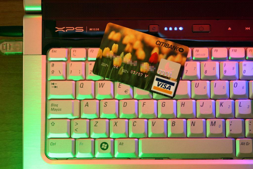 hasznos a bankkártya? messze nem annyira mint a bitcoin