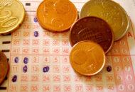 Hagyományos lottó - Bitcoin = lottószelvény