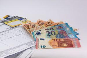 Rezsit és fizetést utaltak a lezárt számláról