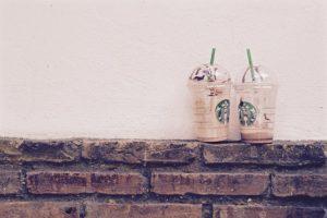 Két habos kávé bitcoinért a Starbucks kávézóban