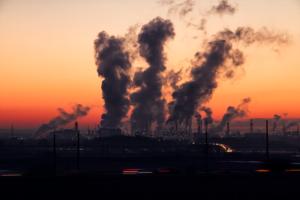 Széndioxid kibocsátás kvótáját kereskedik Kínában a vállalatok