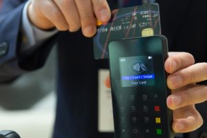 A bankok is nyitnak a blokklánc technológia irányába