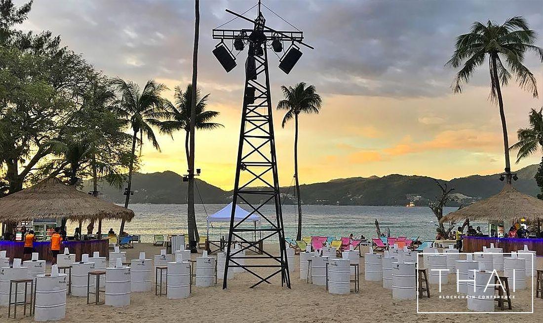 Thai Blokklánc Konferencia egy pirvát strandon