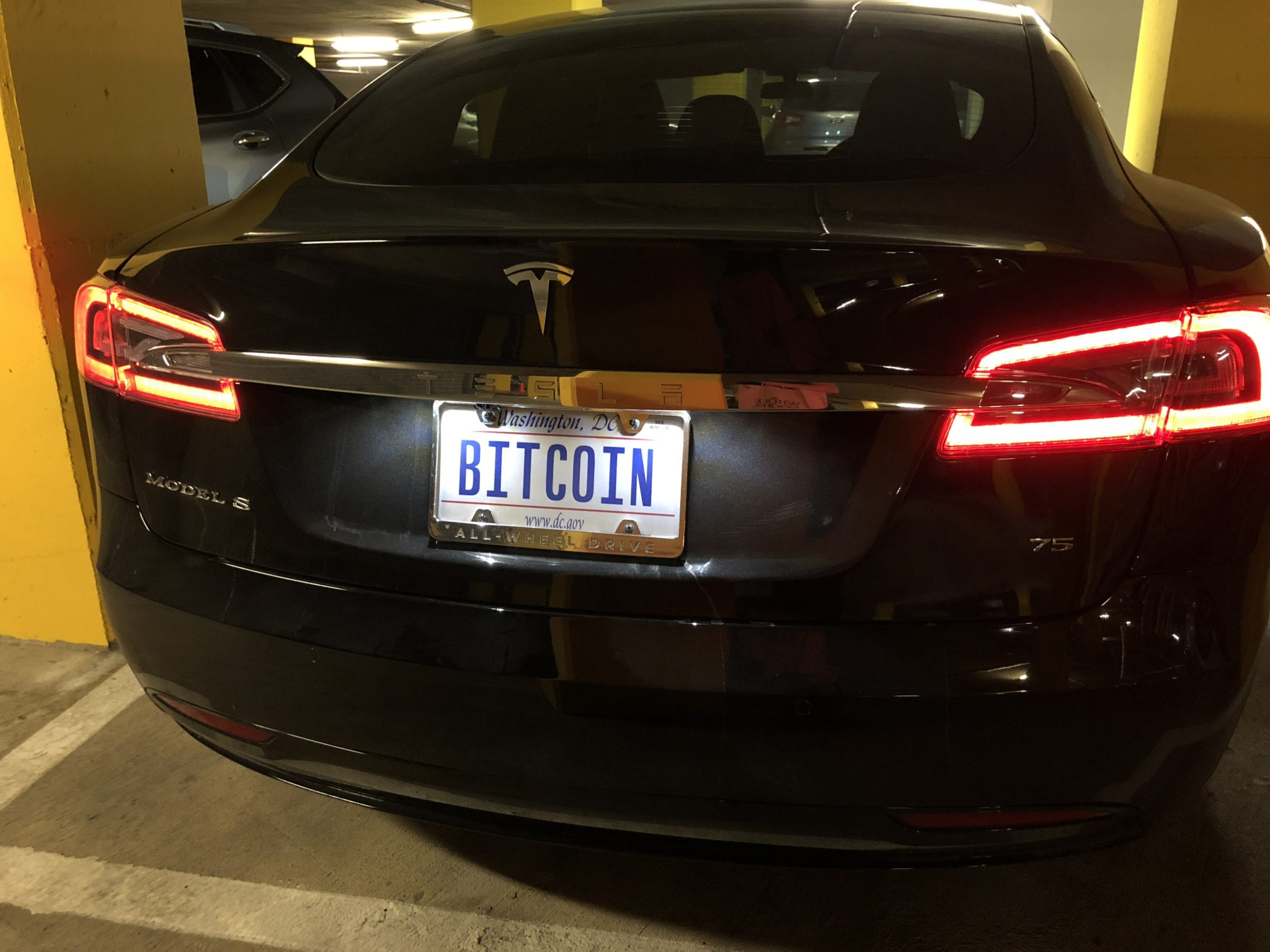 Elon Musk kriptopénzzel vásárolhatja ki a Tesla részvényeket