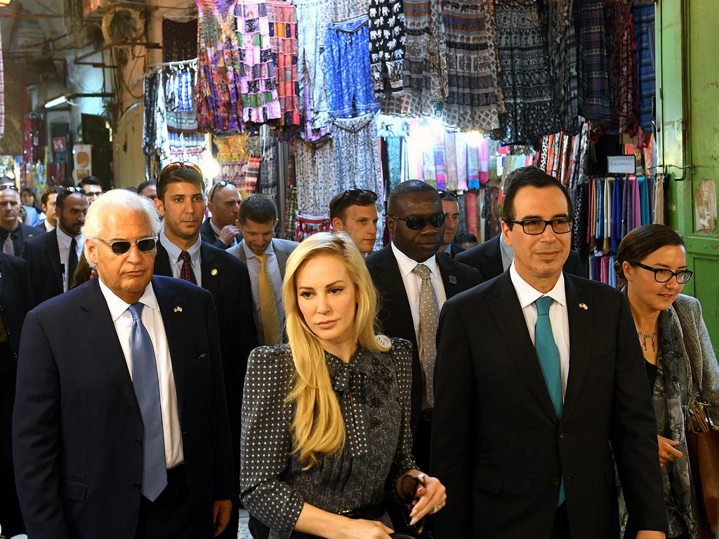 Az USA pénzügyminisztérium Mnuchinnal az élen le akarja kapcsolni Iránt a SWIFT-hálózatról