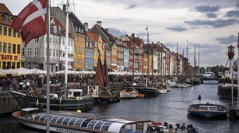 Vissza a normálisba: Dánia szeptember 10-ig leszámol a vakcinaútlevéllel