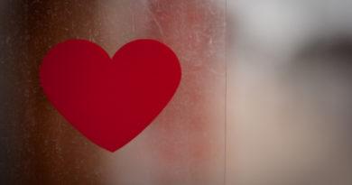 Valentin-napi ajándékötlet: fehérnemű bitcoinért