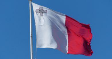 Kirobbanó formában a kriptobarát máltai gazdaság - máltai zászló