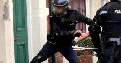 rendőrség razzia