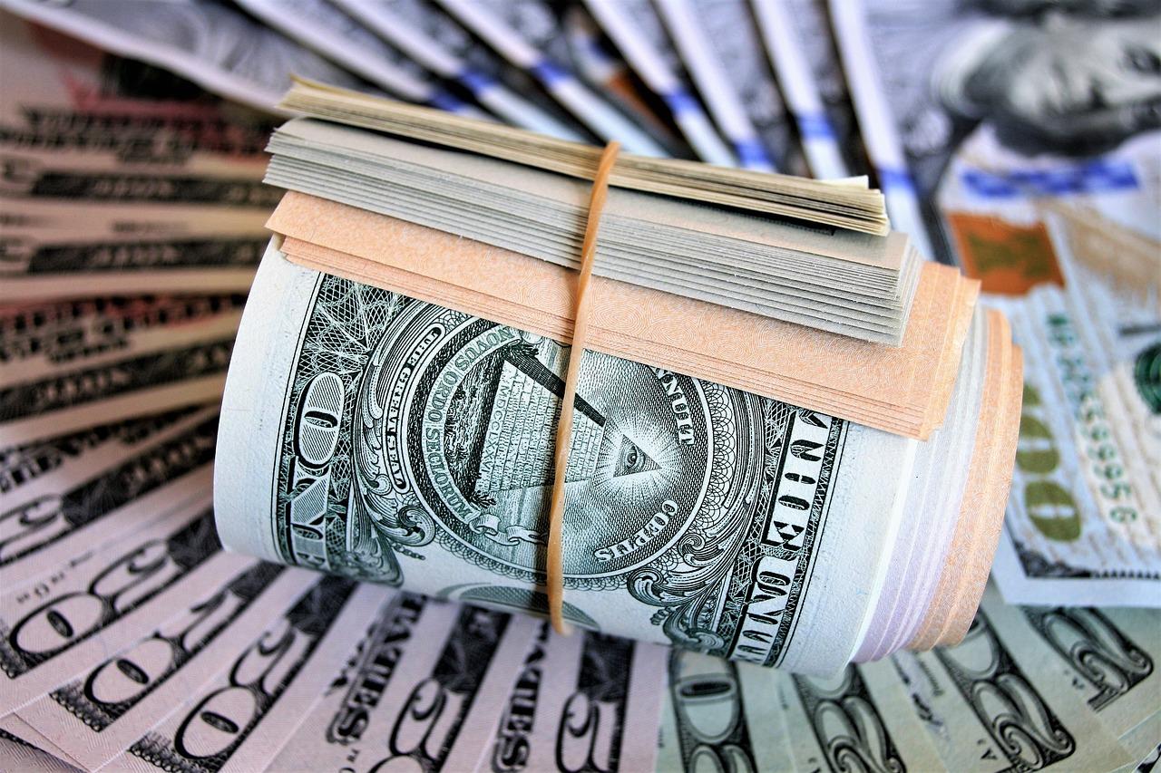 a szatosit dollárra konvertálva
