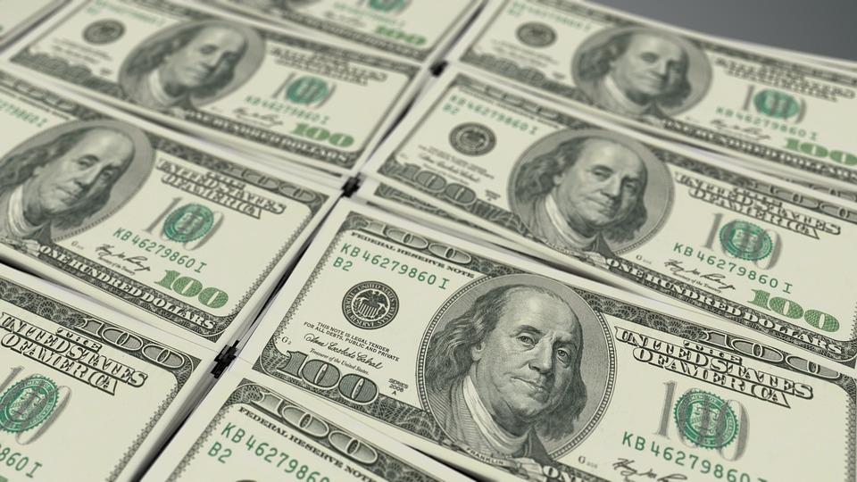 százdolláros bankjegyek