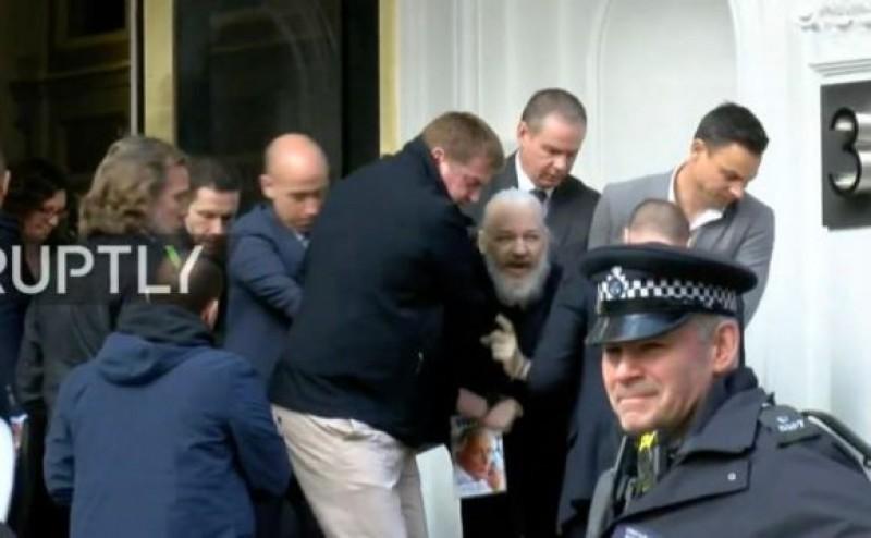Őrizetbe vették Julian Assange-t, megindultak a bitcoin adományok a WikiLeaks felé