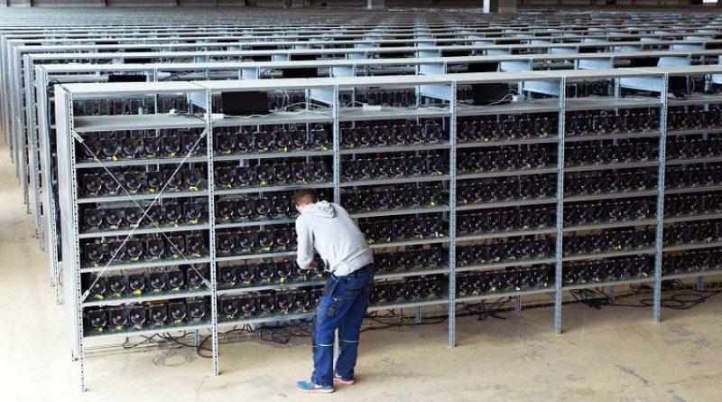 A bitcoin bányászdíj 8x akkora, mint az összes többi alté együttvéve