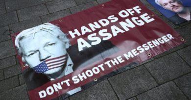 Julian Assange tiltakozás