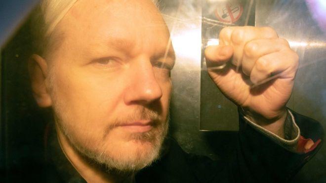 Koholt vádak és manipuláció a WikiLeaks alapítójának letartóztatása mögött
