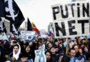 Tiltakozók Putyin Internet kontroll törvénye ellen Oroszországban