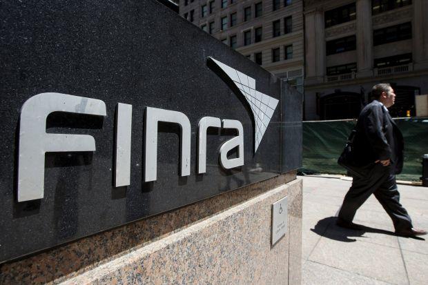 Az amerikai pénzpiaci szabályozó (FINRA) felfüggesztett és vaskosan megbüntetett egy professzionális befektetési tanácsadót, amiért nem bejelentetten kriptovaluta bányászatot folytatott.