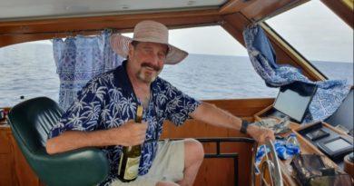 John McAfee leleplezéssel fenyegeti az amerikai kormányt, ha nem hagyják békén