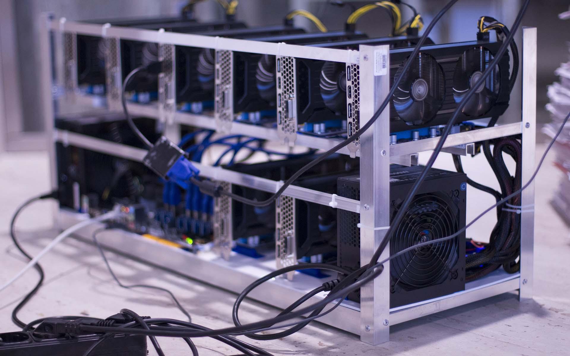 Félmillió a villanyszámla, de megéri – így bányásszák Budapesten a kriptovalutát - Qubit
