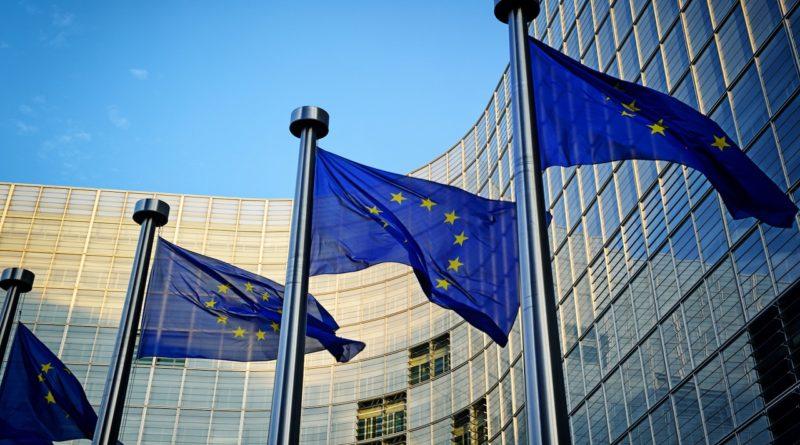 """Az Unió nem szeretné, ha a blokklánc technológia a """"digitális gazdasági elit"""" kezébe összpontosulna"""