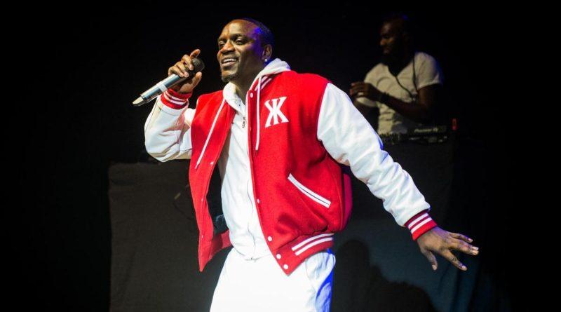 Akon: a dollár értékét az USA hadserege adja