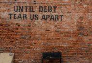 Eszméletlenül magas, 255 billió dollár lesz a világ adóssága az év végére