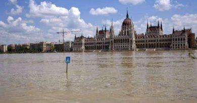 Áder János az árvízvédelemről: gumicsizmák mellett blokklánc technológiára is szükség lesz