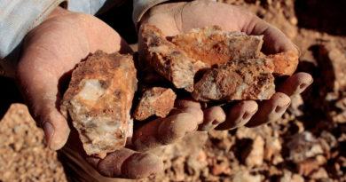Autógyárak ásványi anyagok beszerzési blokkláncot mutatnak be