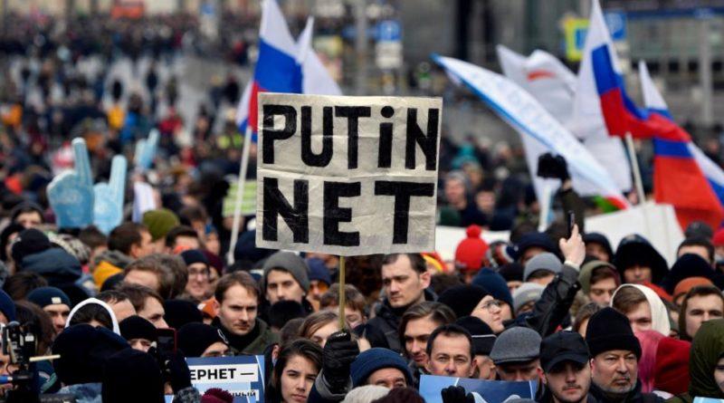 Jön a putyinnet: Oroszország hétfőn kezdi lekapcsolni magát az internetről
