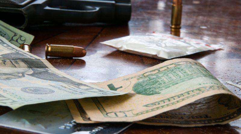 Pénz drogok fegyverek