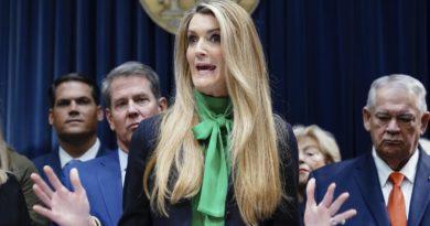 Kelly Loeffler : Bennfentes kereskedéssel vádolják a volt Bakkt vezért