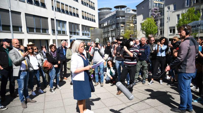 Kritizálta a korlátozásokat Németországban egy jogász, pszichiátriára vitték