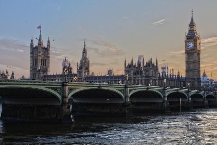 Az angol kormány 150 millió fontot utalt át magának inaktív bankszámlákról