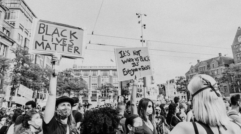 A tüntetések és tiltakozások arcai – most elhomályosítva a Signal új funkciójával