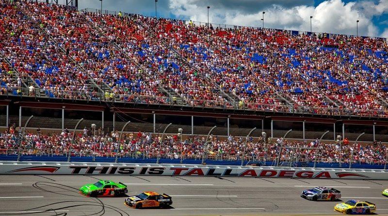 Bitcoin logó a versenyautókon – Bubba Wallace autója a Square Cash Appjét reklámozza a NASCAR versenyein