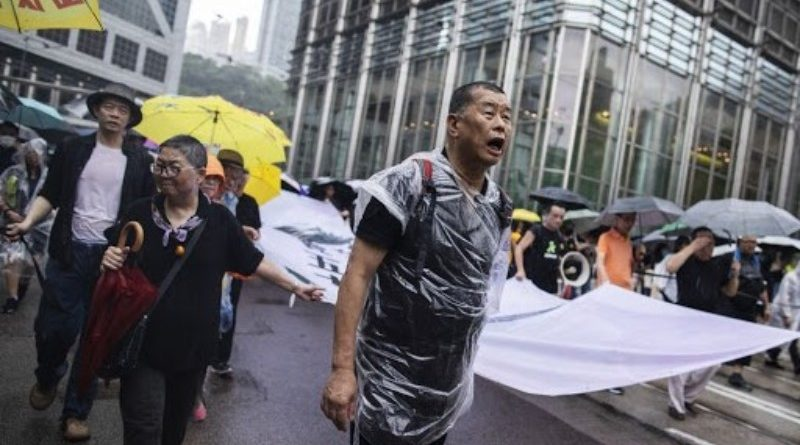 Bebörtönzött hongkongi milliárdos Bitcoinra vált