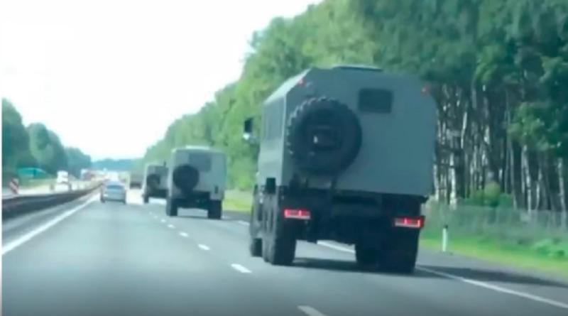 Hibrid intervenció készül Fehéroroszországban? Jelöletlen katonai oszlopok lépték át az orosz határt