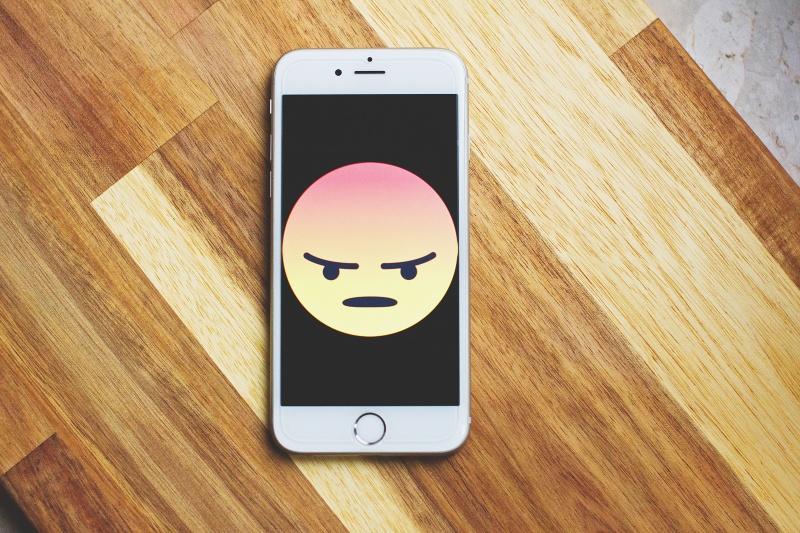 """""""Nem a technológia fenyegeti a létezésünket, hanem az, amit a technológia kihoz belőlünk"""" – The Social Dilemma kritika"""
