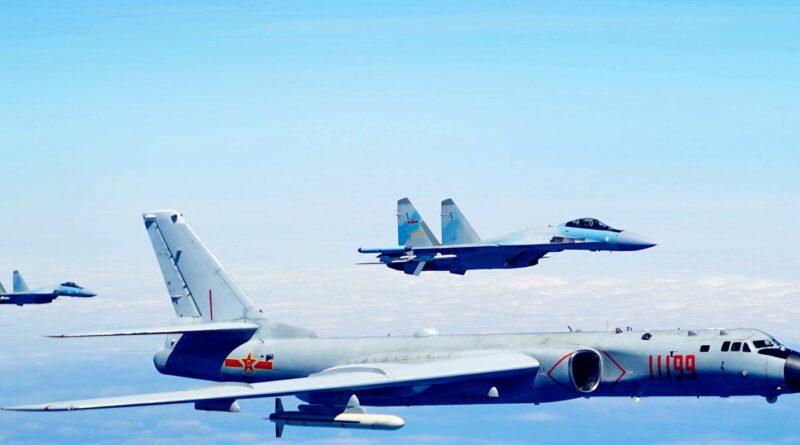 A kínai légierő egy amerikai hadihajó megtámadását szimulálta