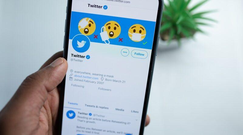 A Twitter jó pár kripto influenszer fiókját függesztette fel