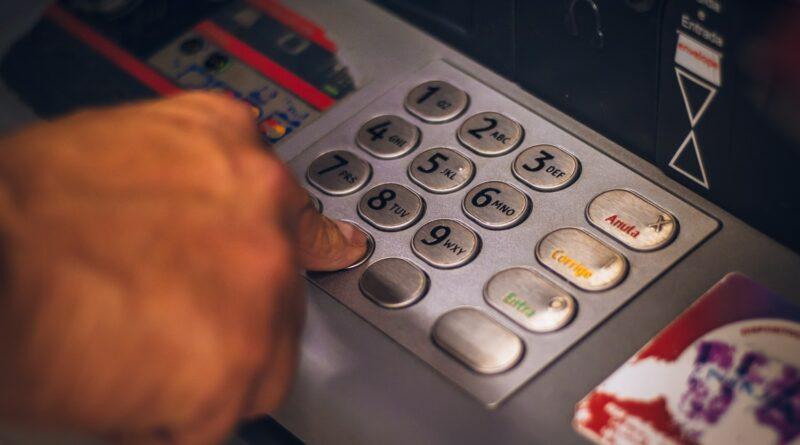 Bankautomata - Most már QR-kód alkalmazásával is támadnak a kriptocsalók