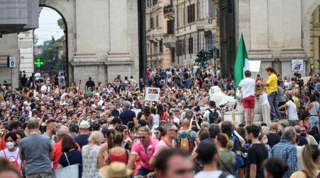 tüntetés Olaszországban