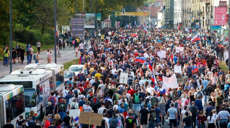 Szlovénia tüntetők